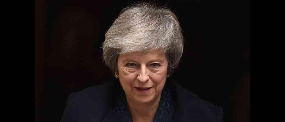 May forced to delay Brexit after MPs pass bill