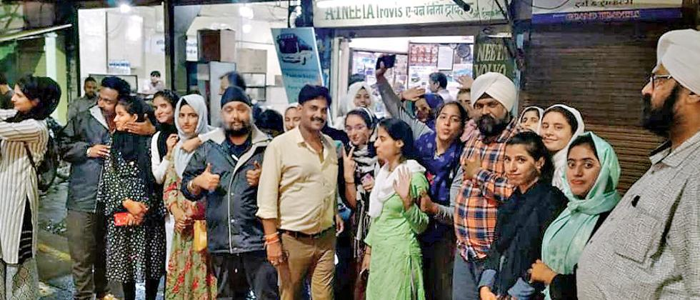 Sikhs help Kashmiri girls get back home safely