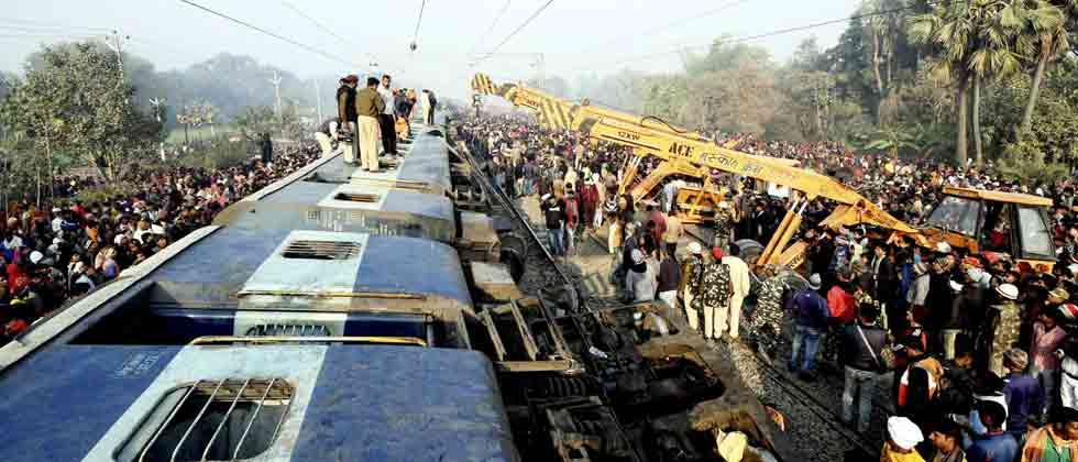7 killed as 11 coaches of Seemanchal Express derail in Bihar