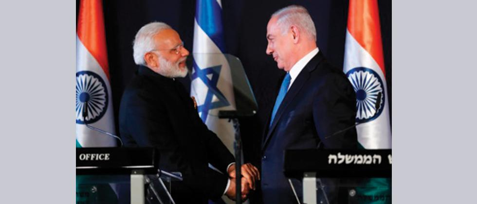 Indian Prime Minister Narendra Modi (L) shakes with his Israeli counterpart Benjamin Netanyahu during a press conference in Jerusalem on July 5, 2017.