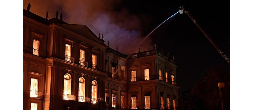 A massive fire engulfs the National Museum in Rio de Janeiro, one of Brazil's oldest, on Sunday. - The cause of the fire was not yet known, according to local media.