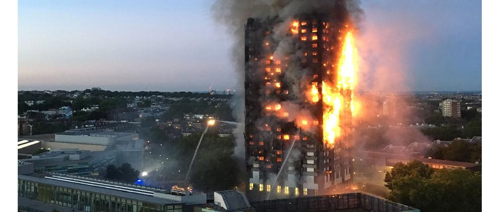 This handout image received by local resident Natalie Oxford early on June 14, 2017 shows flames and smoke coming from a 27-storey block of flats after a fire broke out in west London. AFP Photo