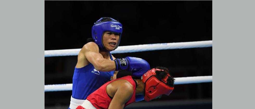 Mary Kom (in blue) fights Sri Lanka's Anusha Dilrukshi Koddithuwakku (in red) during their women's 45-48kg category semi-final boxing match during their 2018 Gold Coast Commonwealth Games at the Oxenford Studios venue in Gold Coast on April 11, 2018. / AF