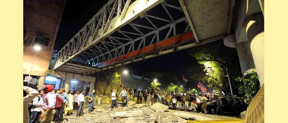 'Kasab bridge' in south Mumbai collapses; 4 dead, 34 injured