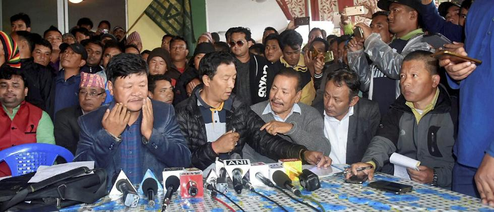 Gorkhaland movement: Gorkha intellectuals return state awards
