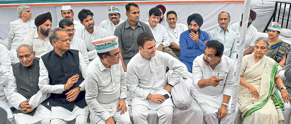 Rahul leads country-wide fast for communal harmony