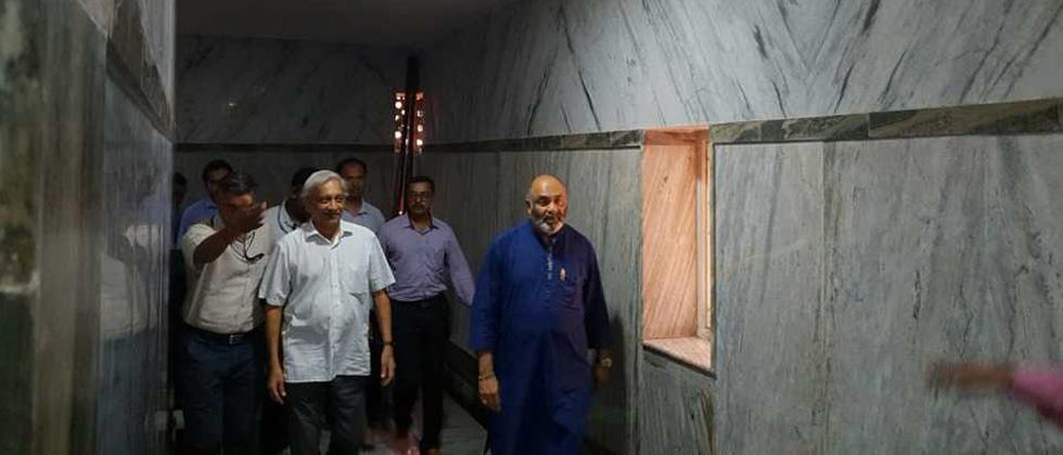 Day after return from US, Parrikar visits temples, chairs meet