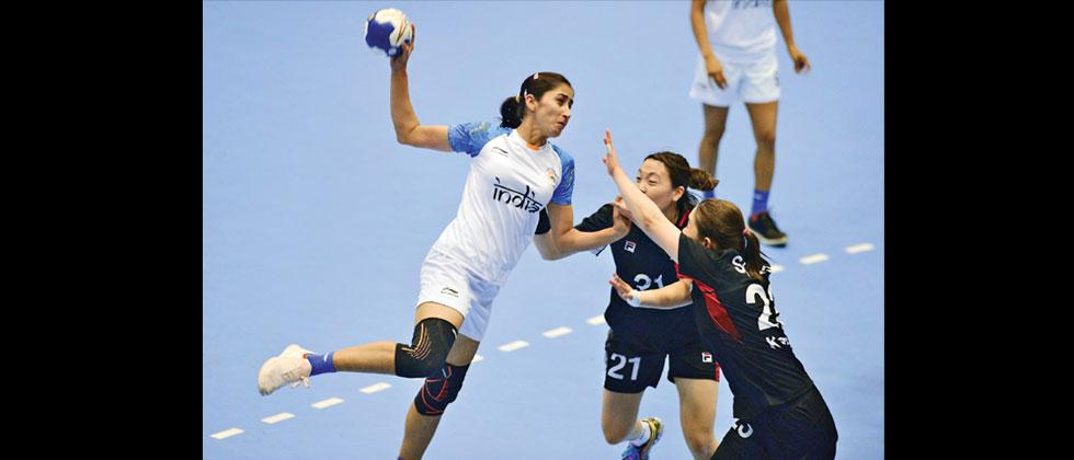 India's Maninder Kaur (left) attempts a goal as South Korean's Song Jieun (right) and Gim Boeun try to stop her during their women's handball preliminary Group A match at the 2018 Asian Games in Jakarta on Thursday