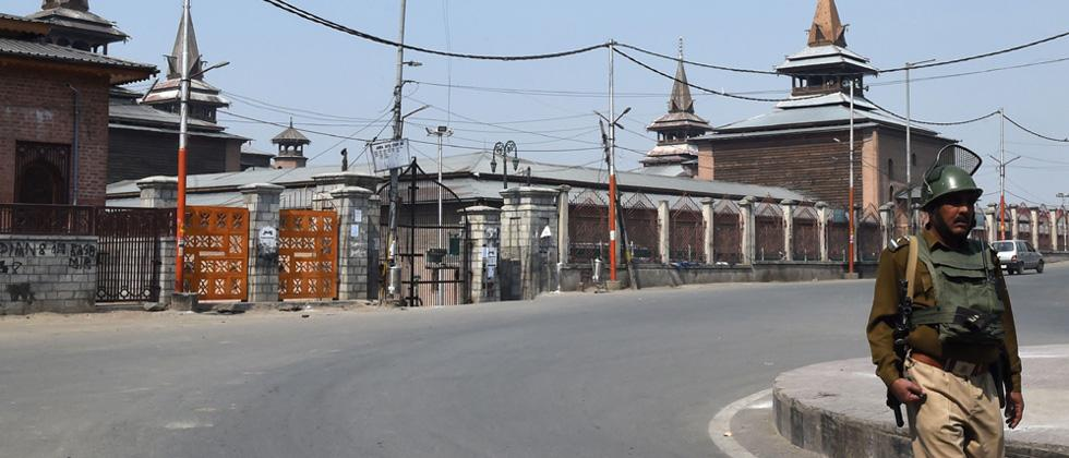 Srinagar restrictions continue after extension of separatist-shutdown