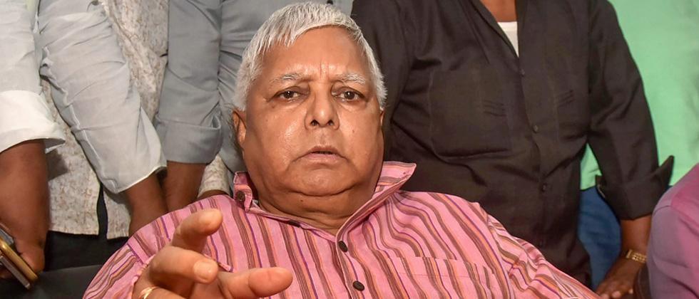 Lalu surrenders before CBI court in Ranchi