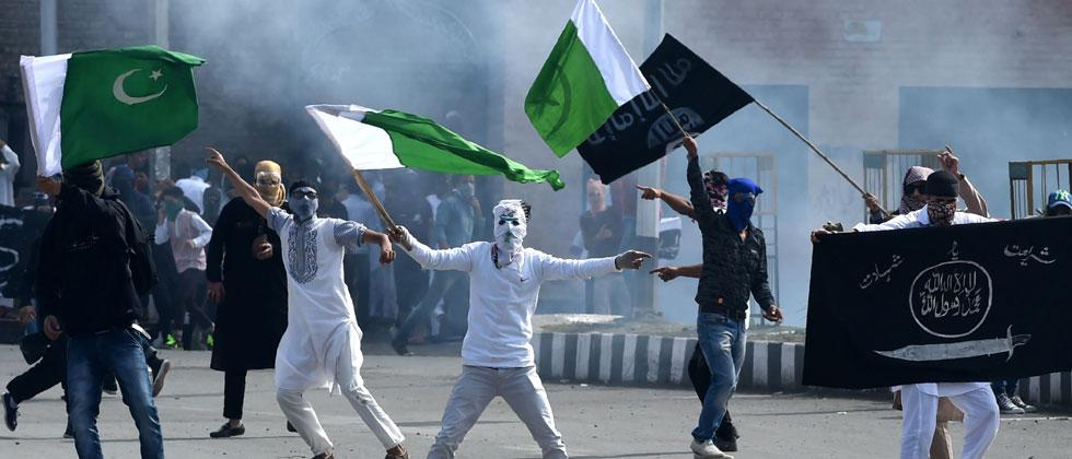 Kashmiri youths throw stones during clashes between protestors and Indian government forces in Srinagar on June 16, 2018. Tauseef Mustafa/AFP