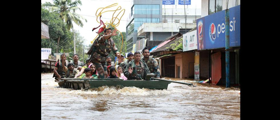 Indian army personal evacuate local residents in a residential area at Aluva in Ernakulam district, in the Indian state of Kerala, on August 17, 2018. AFP Photo