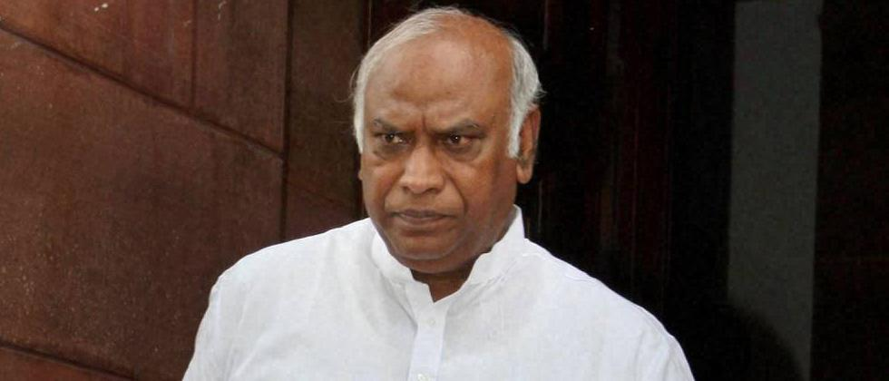 'Chaiwala' could become PM because Cong preserved democracy: Kharge