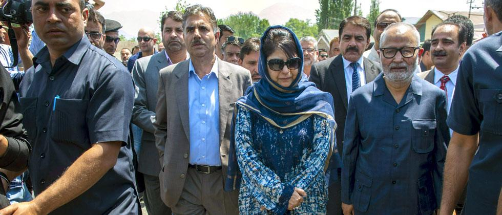 Jammu and Kashmir Chief Minister Mehbooba Mufti inaugurates the phase-I of the Jahangir Chowk-Rambagh flyover stretching from Amar Singh College to Barzulla, in Srinagar on Friday. S. Irfan/PTI c