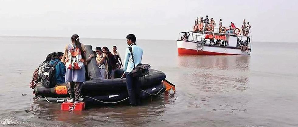 3 dead, five missing in boat tragedy