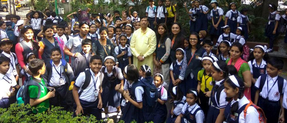 The students of Std V of the Novel International School, Chinchwad met Guardian Minister Girish Bapat at Mahatma Phule Museum on their educational trip