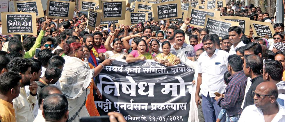 Protests halt traffic on Pune-Mumbai highway