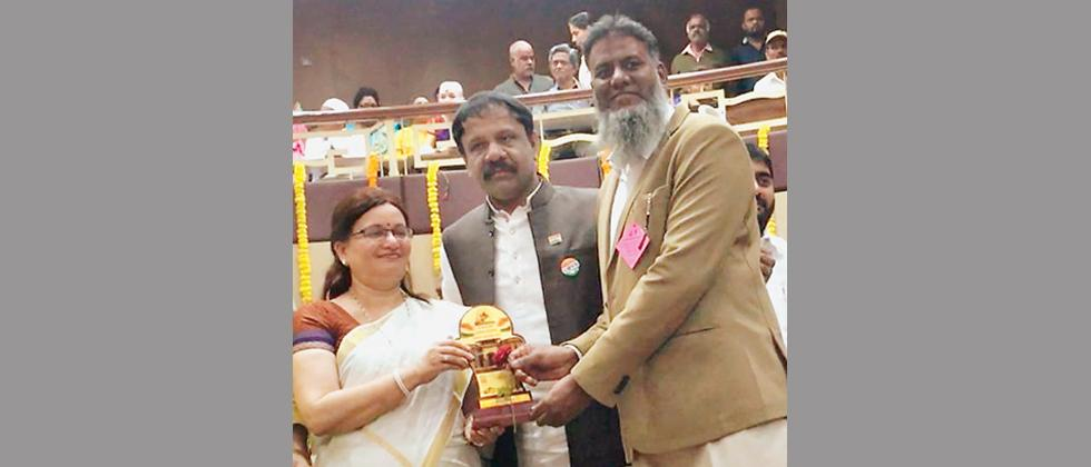 Shaikh Zakiuddin awarded PMC Award for social work