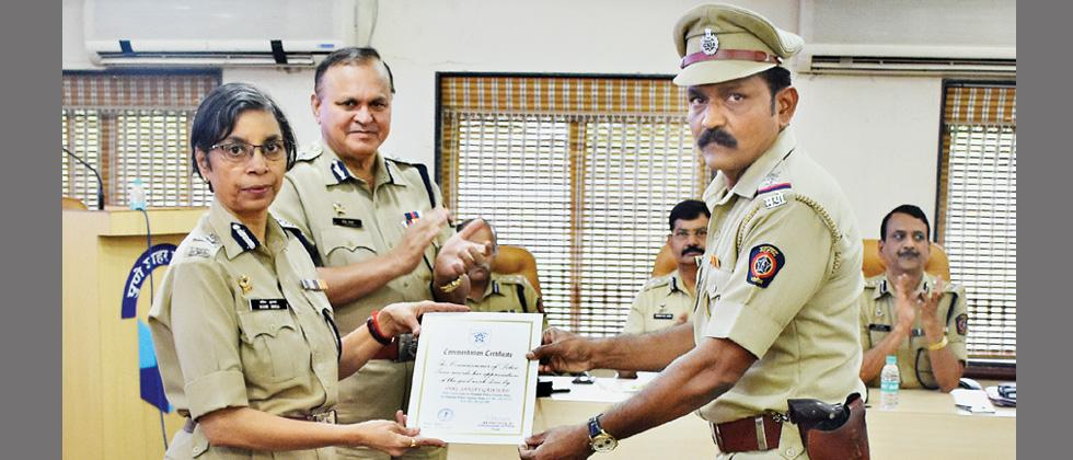 Khadak police team rewarded for solving murder mystery