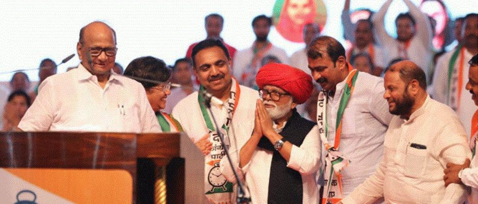 Sharad Pawar backs Chhagan Bhujbal