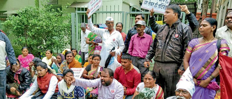 Yukrand activists protest against Sanjay Kakade in front of his office at Ghole Road in Shivajinagar on Monday.