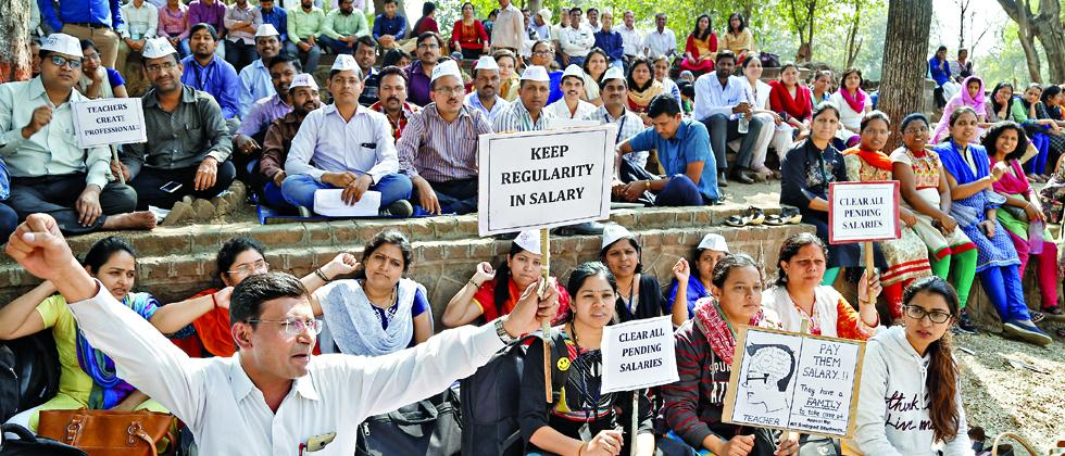 Professors of Sinhagad institution, Narhe campus went on hunger strike against the management of Sinhagad technical education society (STES) for not clearing their payment of 15 months near the main building at SPPU on Tuesday.