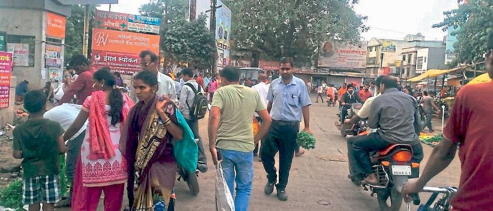 After normalcy returned, markets were full of people and traffic at Manik Chowk in Chakan on Wednesday