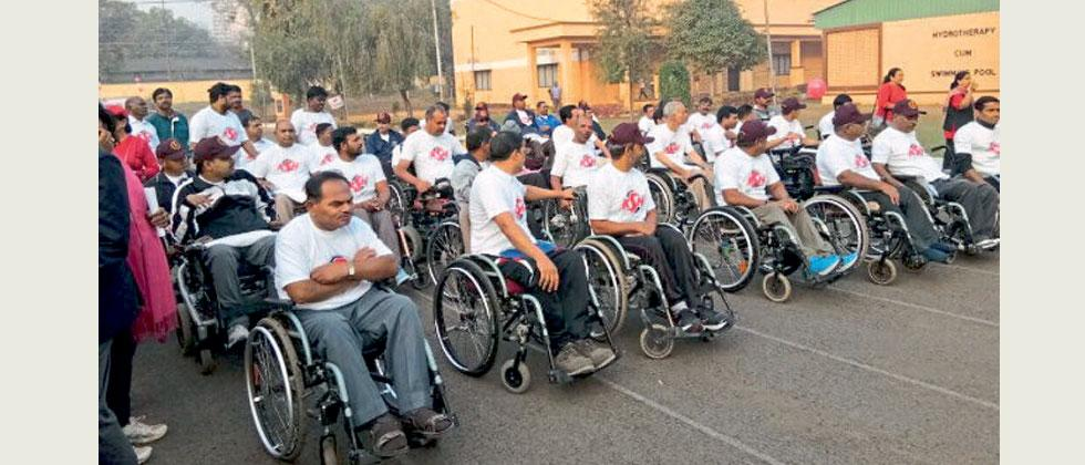 Paraplegic soldiers taking part in the 3-km run at Paraplegic Rehabilitation Center