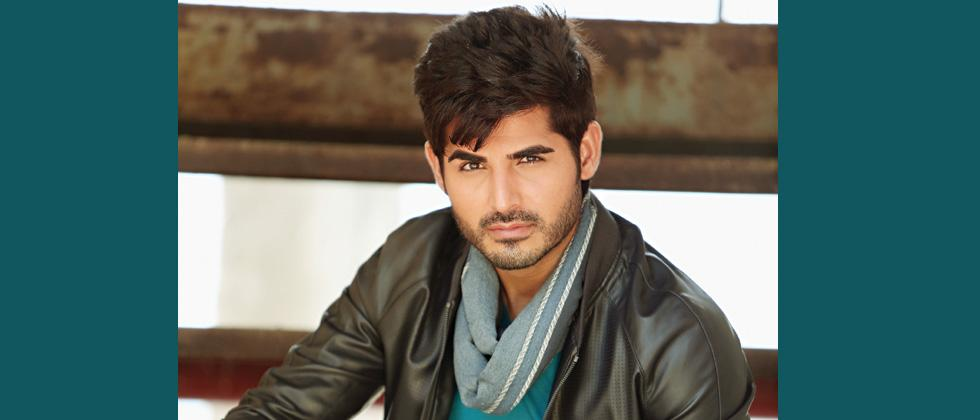 Omkar Kapoor makes his debut in web series!