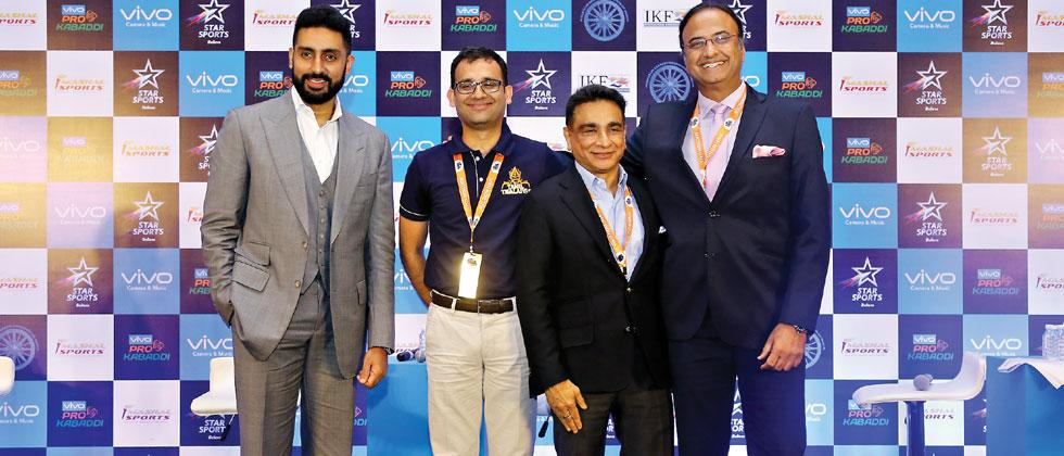 Abhishek Bachchan, owner of Jaipur Pink Panthers, Nitin Kukereja, owner of Tamil Thalaivas, Rajesh Shah, owner of Patna Pirates and founder of PKL Charu Sharma pose for a picture during Season 6 auctions
