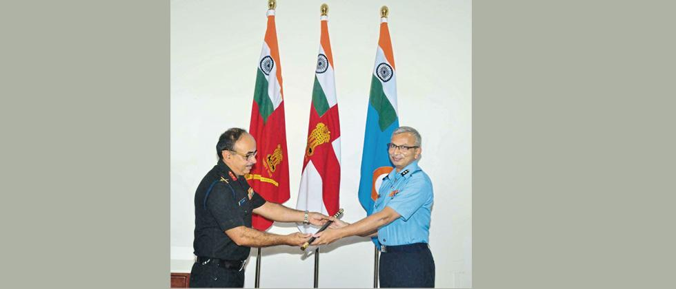 Air Vice Marshal Vivek Rajhans (R) took over reigns as Commandant, MILIT, Girinagar, near Khadakwasla on Sunday.