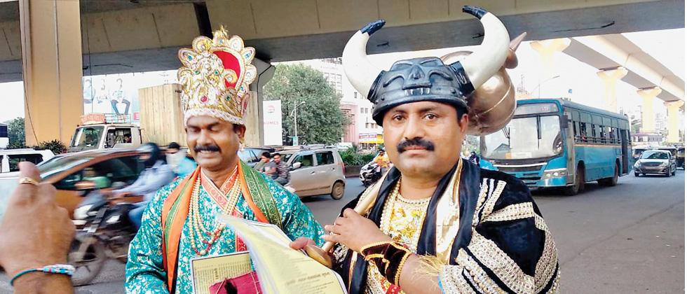 Mahametro's Chitragupta and Yamraj are spreading traffic awareness in the city.