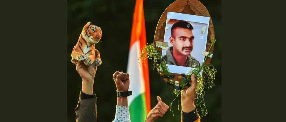 IAF Wing Commander Abhinandan returns home from Pakistan