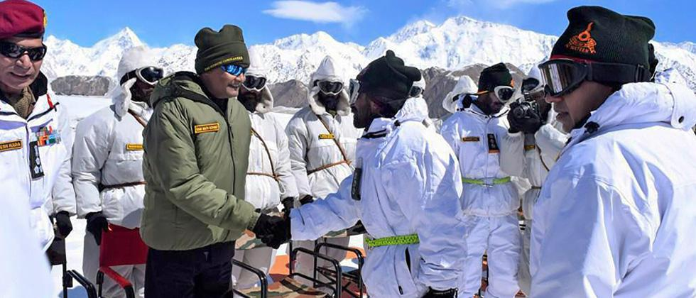 Prez visits Siachen base camp; expresses gratitude to soldiers