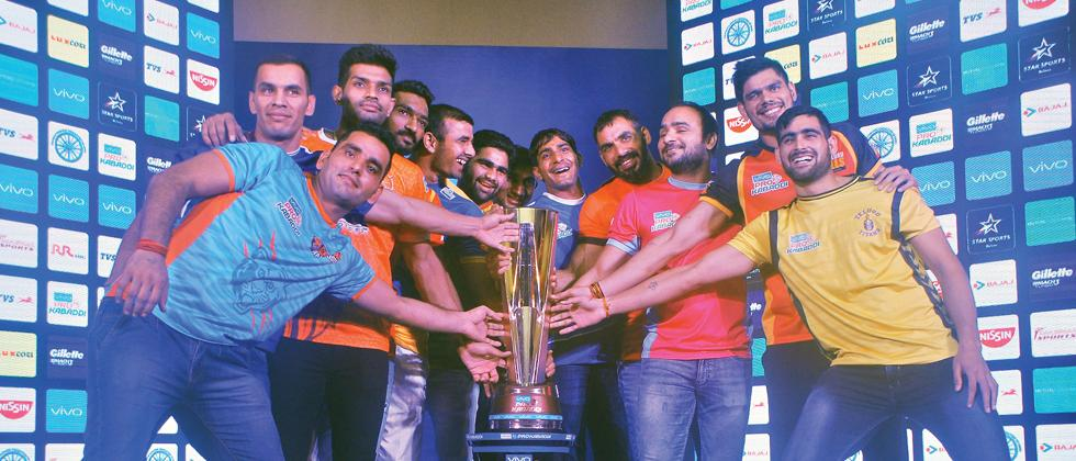 The 'panga' starts: All the captains pose with the Pro Kabaddi League Season 5 trophy