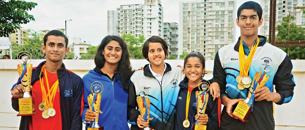 (left to right) Swadesh Mondal, Vedika Amin, Suvana Baskar, Kiara Bangera and Srihari Nataraj pose with their medals