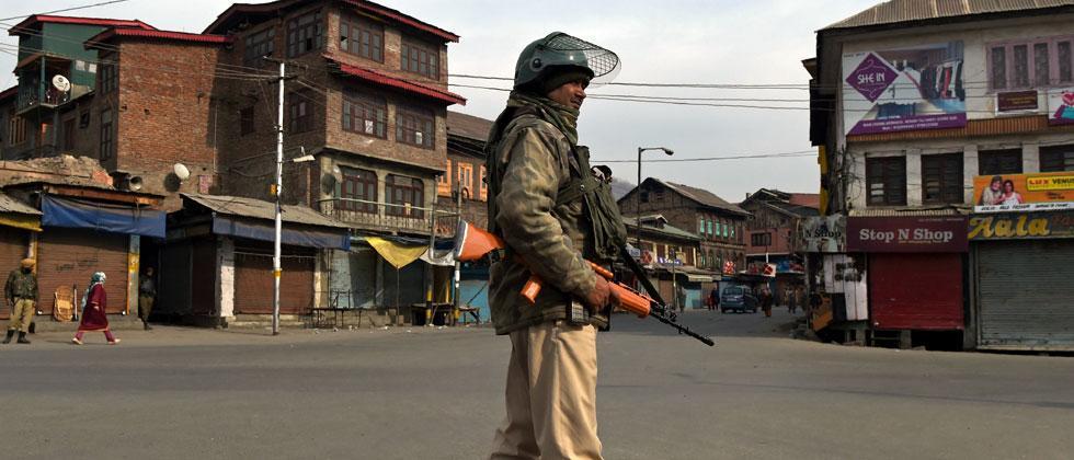 Srinagar youth run over by CRPF vehicle dies