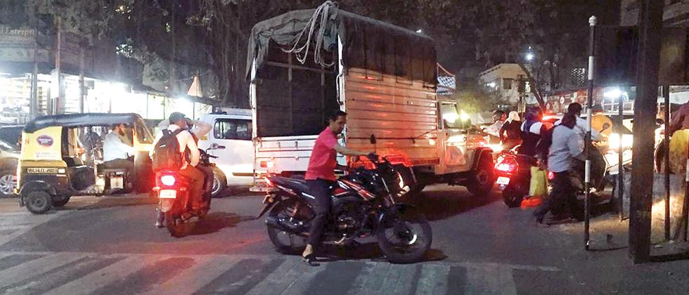 PCMC finally wakes up to traffic woes at Pimpri market