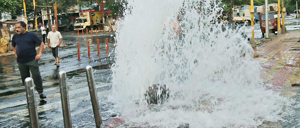 Pipeline burst causes huge water loss in Viman Nagar