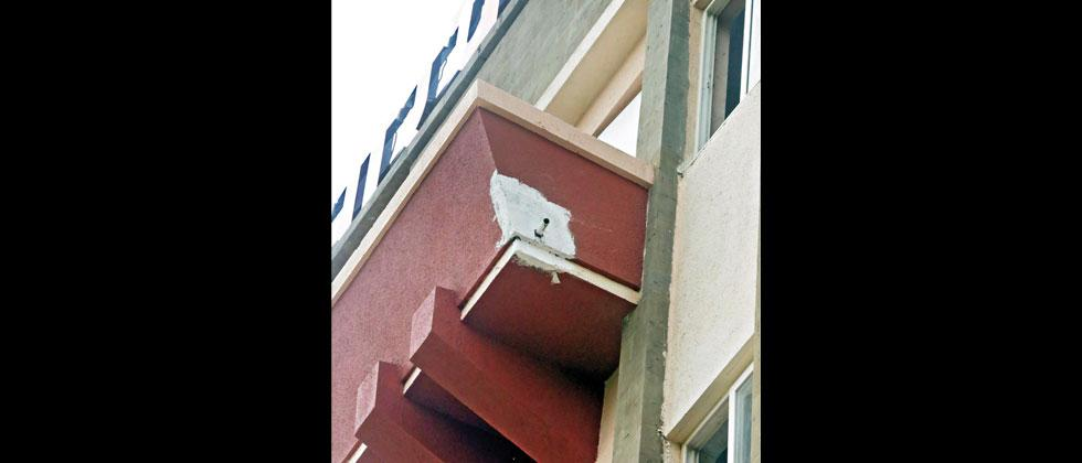 A small part of a balcony of the new PMC building fell off on Thursday adding more fuel to the talks of rushing the construction of the new building. Mukkund Bhute/Sakal Times
