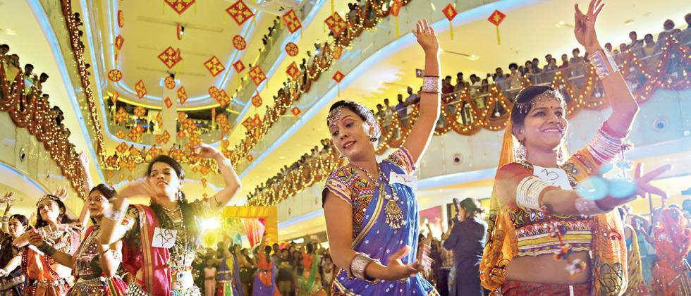 Garba sees heady fusion of Salsa and Zumba