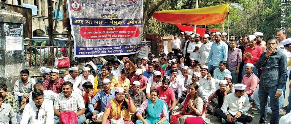 Over 400 teachers go on a hunger strike in the city