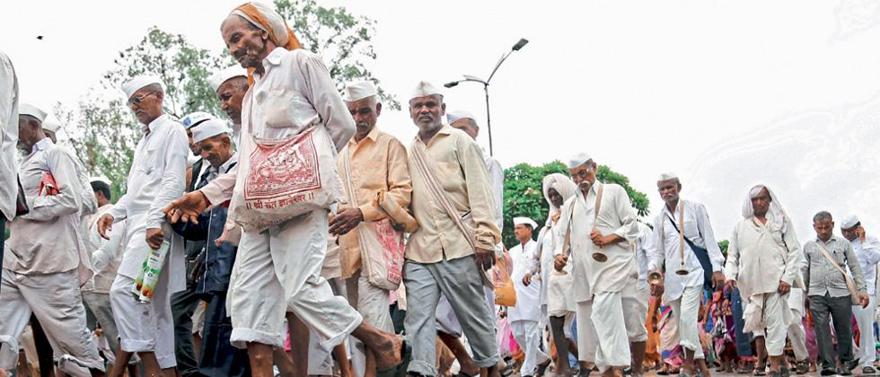 Sambhaji Bhide takes part in Palkhi procession