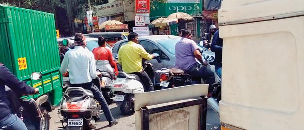 Traffic snarls worsening near Bharati Vidyapeeth