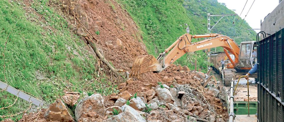 Work on for removal of dangerous boulders in Khandala ghat section