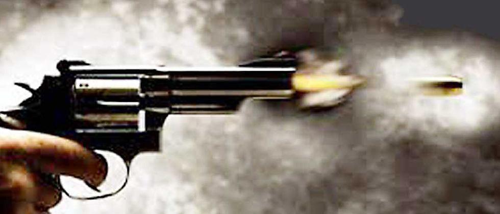 4 held for firing at jailer