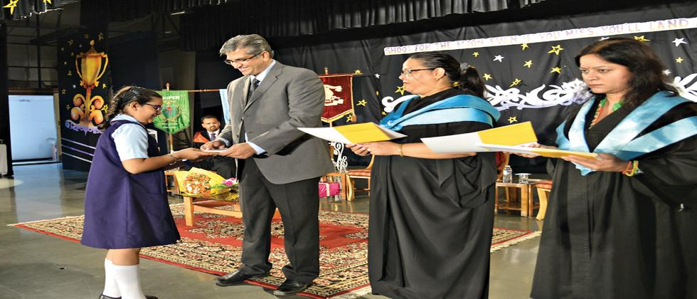 Former Headmaster and current Principal of the Christ Church School, Mumbai Ferdinand Bunyan (C) was the chief guest for the Senior School Prize Day at The Bishop's Co-ed School.