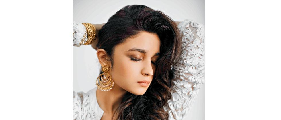 Alia Bhatt wearing chaand balis