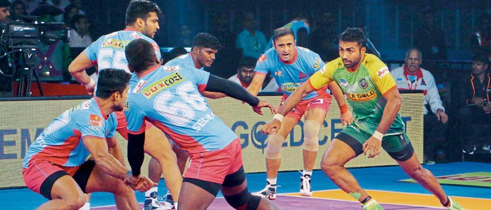 Monu Goyat of Patna Pirates in action during their Pro Kabaddi Season 5 match.