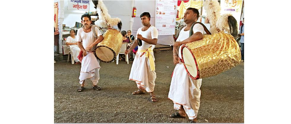 Dhakis have come down from Kolkata to celebrate Durga Utsav.